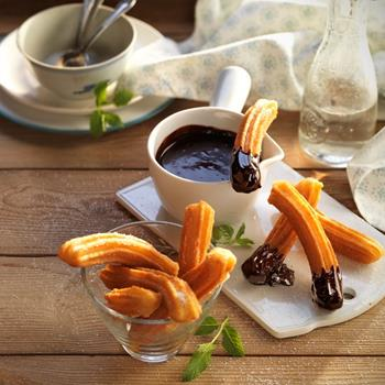 Churros con chocolate caliente  |